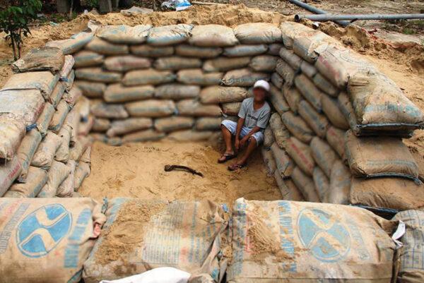 Miền Trung chống bão số 9: Gia cố nhà cửa, xây hầm trú ẩn