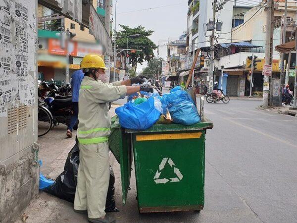 Người dân TP.HCM có thể đổi rác thải để lấy tiền, quà