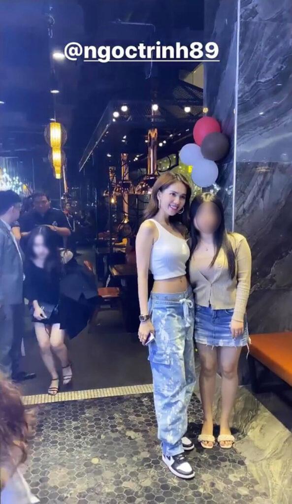 Hành động tinh tế, ghi điểm của Ngọc Trinh khi chụp ảnh với fan
