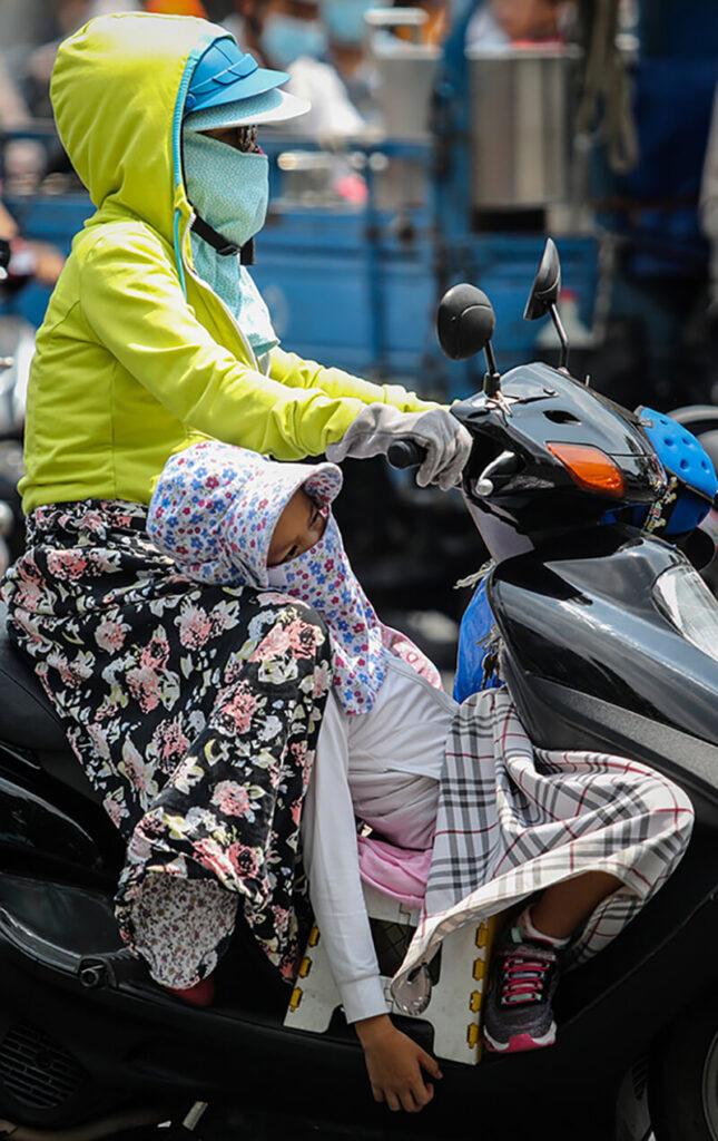 Người dân Sài Gòn phải chịu cái nóng 39 độ C đến bao giờ