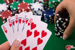 Cơ bản trong chiến thuật đánh tour poker