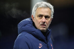 Ban lãnh đạo Tottenham sa thải HLV Jose Mourinho