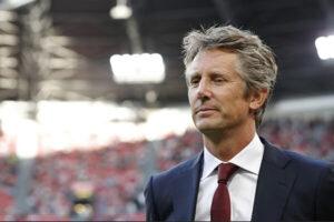 Edwin van der Sar muốn trở lại Manchester United