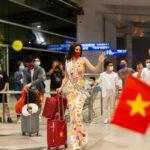 Hoa hậu Khánh Vân mang 15 vali sang Mỹ thi Miss Universe