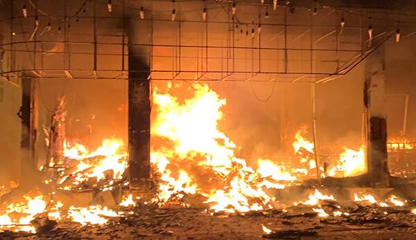 phòng trà ở Vinh - Nghệ An bốc cháy trong đêm