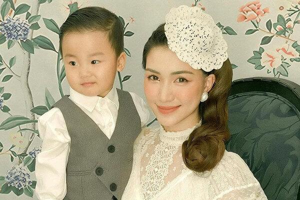 Bé Bo - Quý tử của Hòa Minzy và doanh nhân Minh Hải